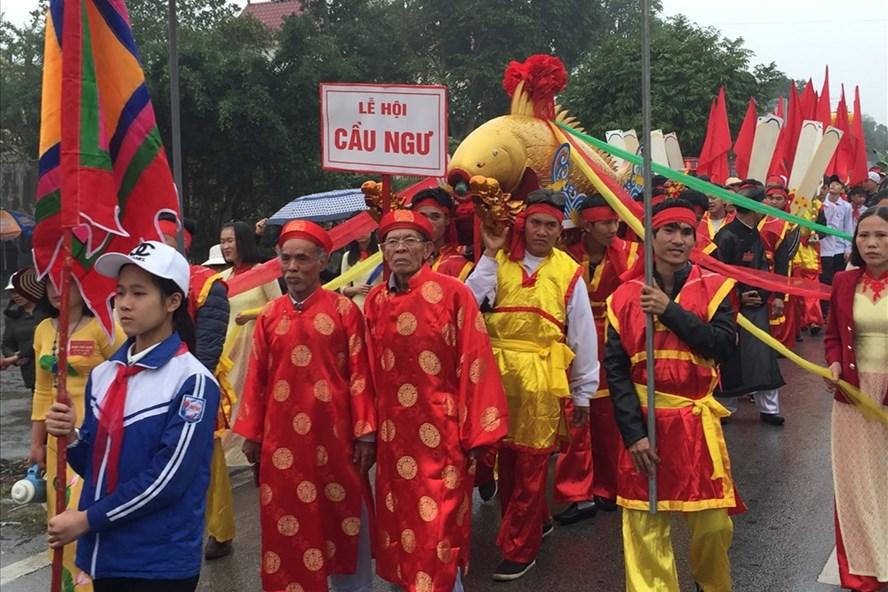 Lễ hội rước cá sủ vàng diễn ra tại làng Ngọc Tỉnh - xã Tân Trào, Kiến Thụy, Hải Phòng sáng mùng 10 tháng Giêng. Ảnh: HH