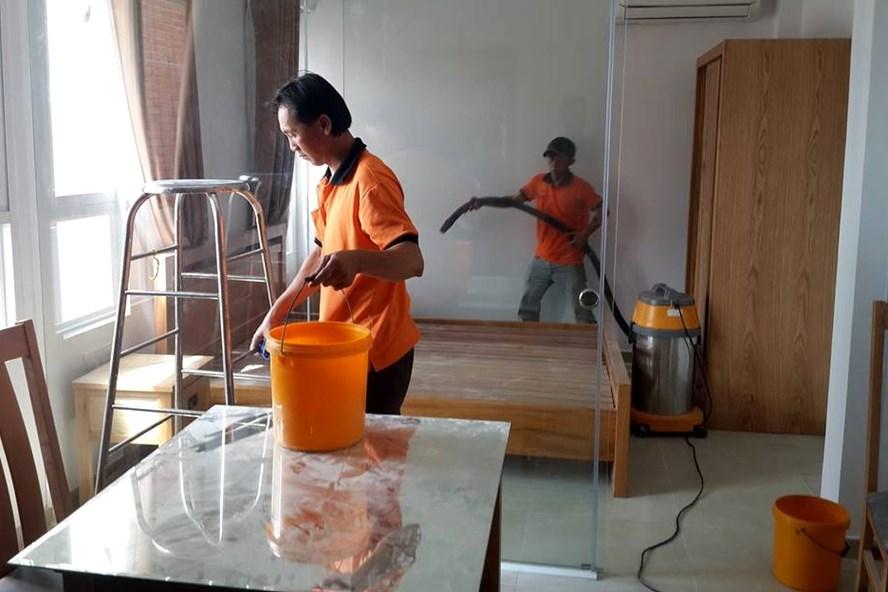 Dịch vụ dọn dẹp nhà cửa hút khách dịp Tết. (Ảnh: Dân Trí)