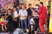 Showbiz 24h: Hoài Linh xin lỗi vì ăn mặc xuề xòa đi sự kiện, Chí Trung khuyên dừng Táo quân