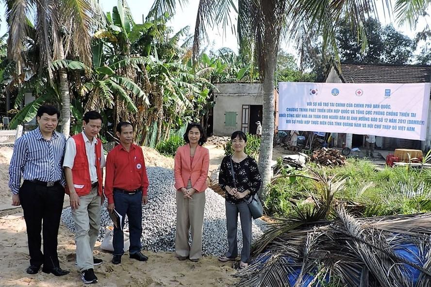 Các hộ nghèo, cận nghèo có nhà cửa bị hư hỏng do bão Damrey sẽ được hỗ trợ sửa chữa, xây mới. Ảnh: BTC