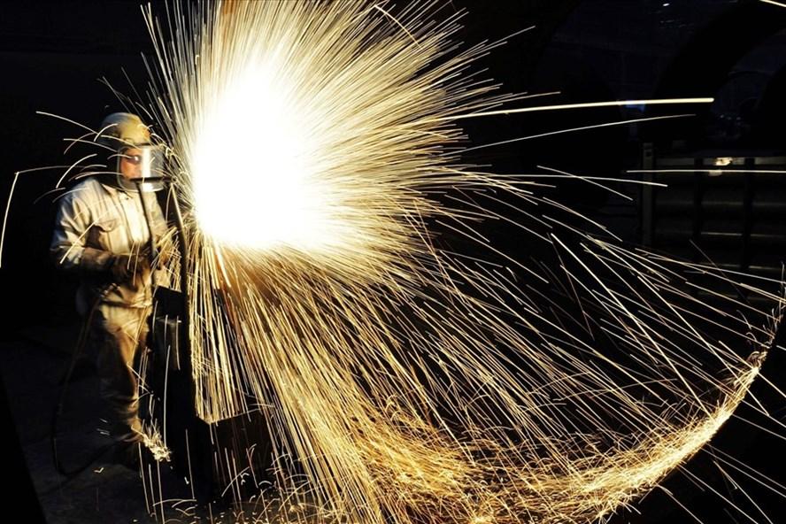 Công nhân nhà máy thép ở Thanh Đảo, Sơn Đông, Trung Quốc. Ảnh: Getty Images