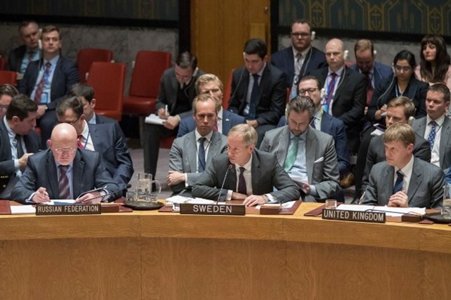 Các nhà ngoại giao Nga, Thụy Điển và Anh (từ trái sang phải) tại một cuộc họp của Hội đồng Bảo an Liên Hợp Quốc. Ảnh: AP