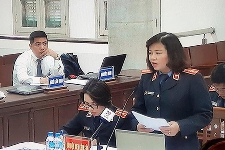 Đại diện VKS đối đáp lại quan điểm của các luật sư và bị cáo.