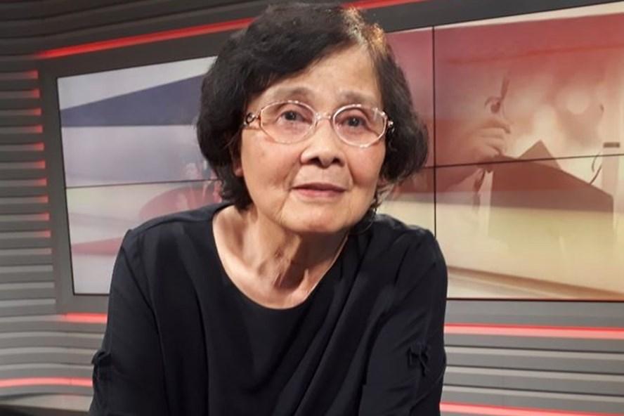 """GS-TS Hoàng Xuân Sính cho rằng truyền thống """"tôn sư trọng đạo"""" ngày càng mai một vì giáo dục bây giờ bị nhiều người coi là dịch vụ để bán-mua."""