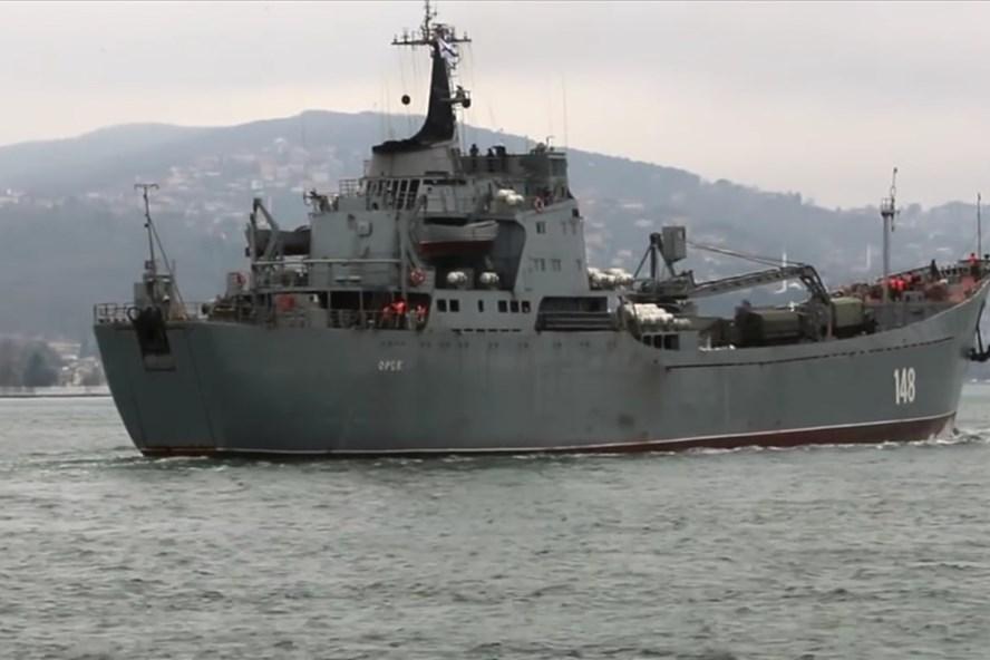 Tàu Nga chở vũ khí tiến về hướng Syria. Ảnh: Almasdar News