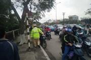 Cảnh sát giao thông cứu cô gái có ý định nhảy cầu ngày 8.3