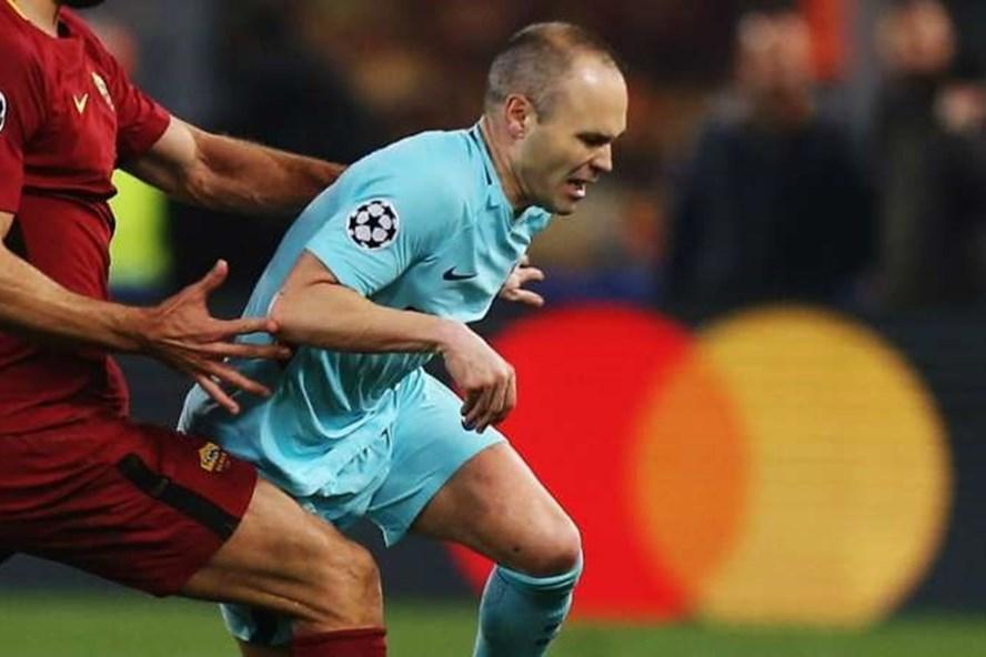 Iniesta hé lộ khả năng chia tay sân Camp Nou sau mùa bóng này.
