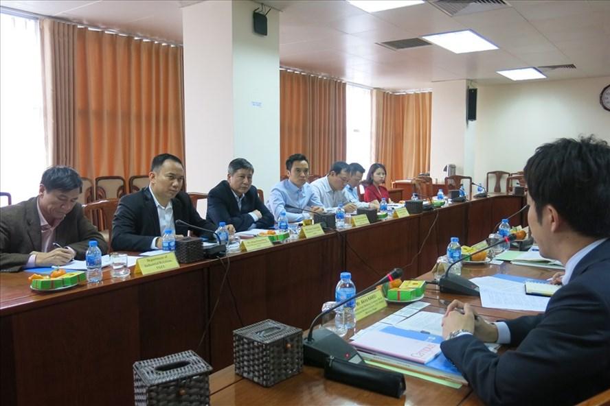 Phó Chủ tịch Thường trực Tổng LĐLĐVN Trần Thanh Hải lắng nghe những chia sẻ của đoàn đại biểu Tổng CĐ Nhật Bản. Ảnh: Quế Chi