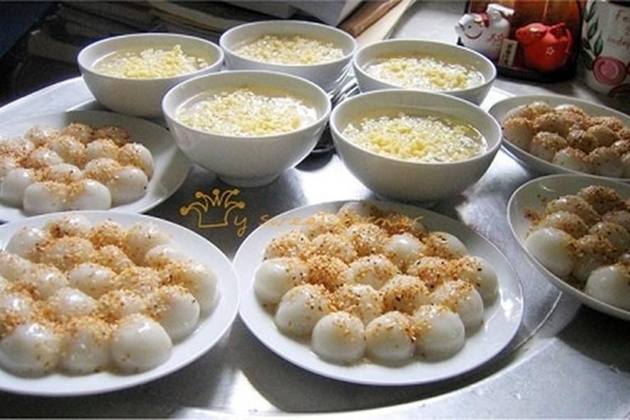 Mâm cỗ cúng Tết Hàn thực của người Việt không thể thiếu bánh trôi, bánh chay. Ảnh: Vietnamnet
