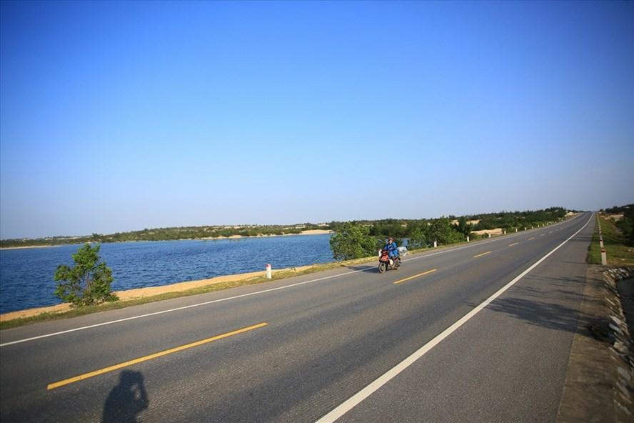 Con đường ở Bàu Sen. Ảnh: PV