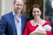 Hoàng tử William và công nương Kate Middleton rạng rỡ ra mắt hoàng tử nhỏ mới sinh