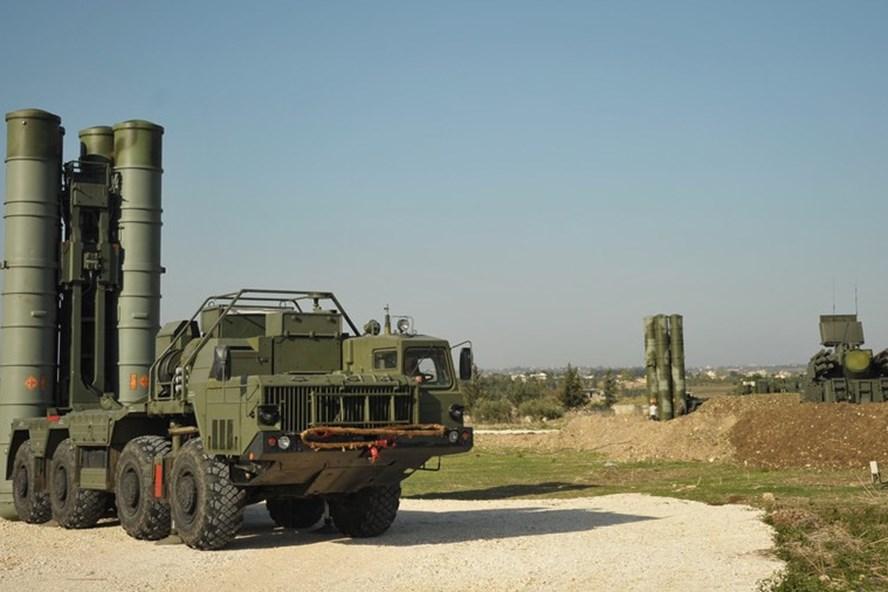 Hệ thống phòng không S-400 của Nga tại căn cứ Hmeimim, Syria. Ảnh: Sputnik