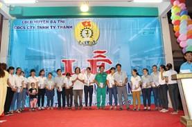 LĐLĐ tỉnh Bến Tre và Quỹ TLV Lao Động tặng sữa cho con công nhân