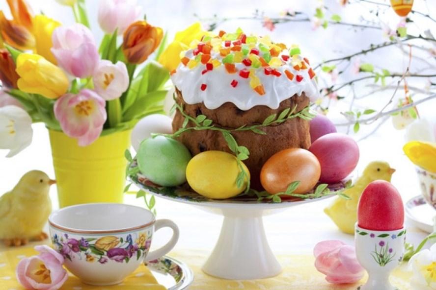 Bánh Kulich và trứng phục sinh trong ngày Lễ Phục sinh.