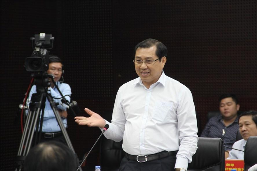 """ông Huỳnh Đức Thơ- Chủ tịch UBND TP. Đà Nẵng phát biểu tại chương trình """"Hội đồng nhân dân với cử tri"""" ."""
