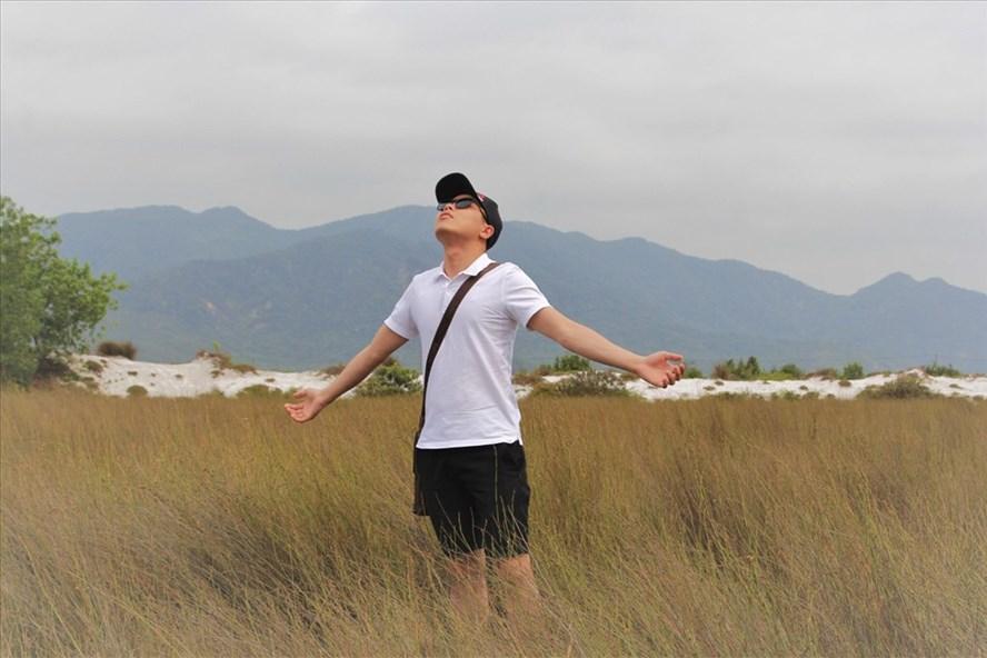 Đứng giữa cánh đồng cỏ cháy, tận hưởng hương thơm của nhựa cỏ, bạn sẽ có cảm giác như đứng giữa một thảo nguyên ngay cạnh biển.