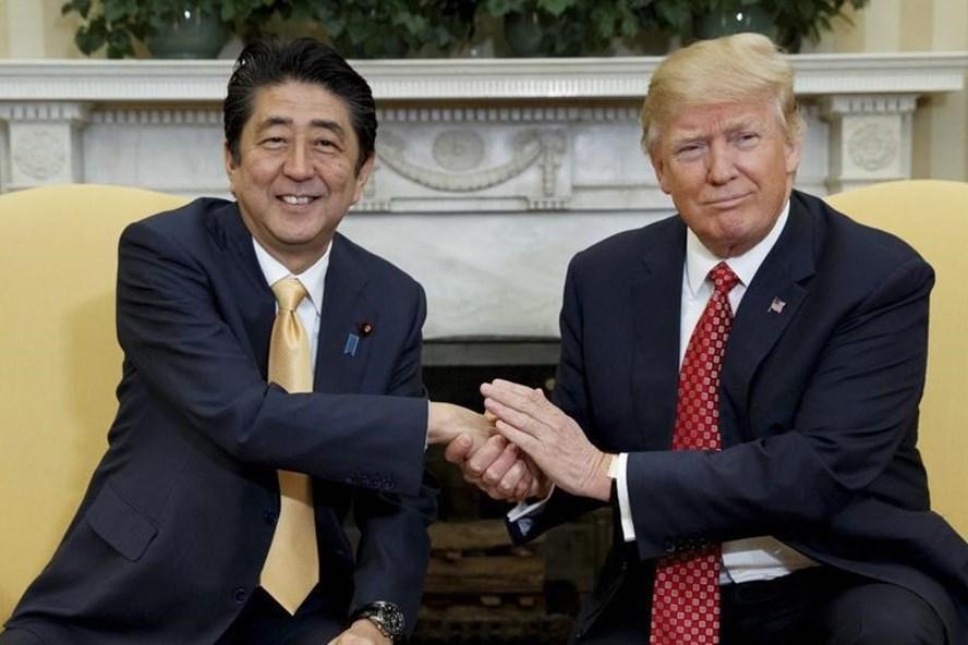 Nhật Bản là đồng minh duy nhất của Mỹ không được miễn giảm thuế, bất chấp mối quan hệ gần gũi giữa ông Donald Trump và Shinzo Abe. Ảnh: AP