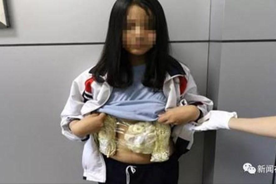 Một bé gái 13 tuổi người Việt bị bắt ở Trung Quốc. Ảnh: Sina.