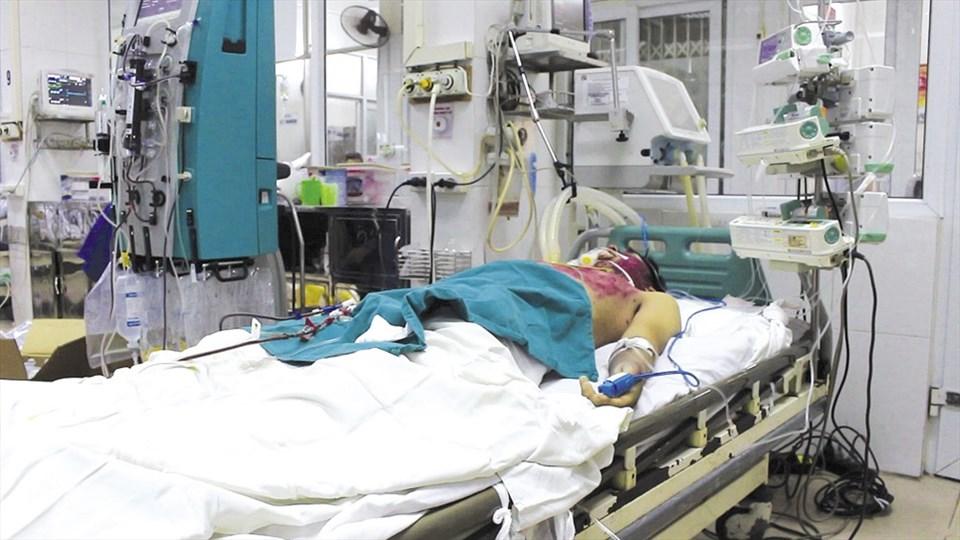 Bệnh nhân  N.T.M. (28 tuổi, huyện Mộc Châu, tỉnh Sơn La) đang điều trị biến chứng thuỷ đậu tại BV Bệnh Nhiệt đới Trung ương.
