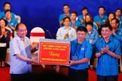 Thủ tướng Nguyễn Xuân Phúc đối thoại với 1.000 công nhân khu vực phía Bắc