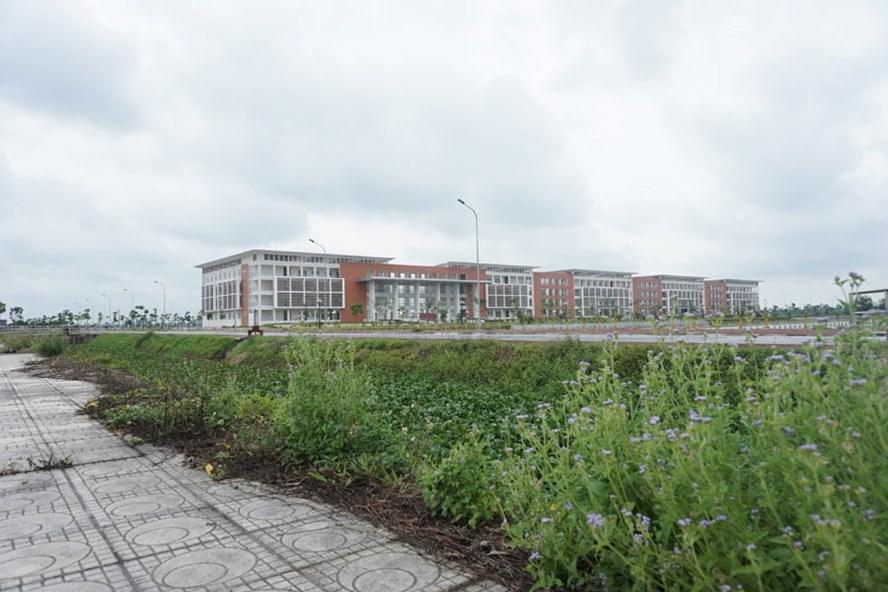Cảnh vắng lặng tại Trường Đại học Thủy lợi - Cơ sở Phố Hiến.