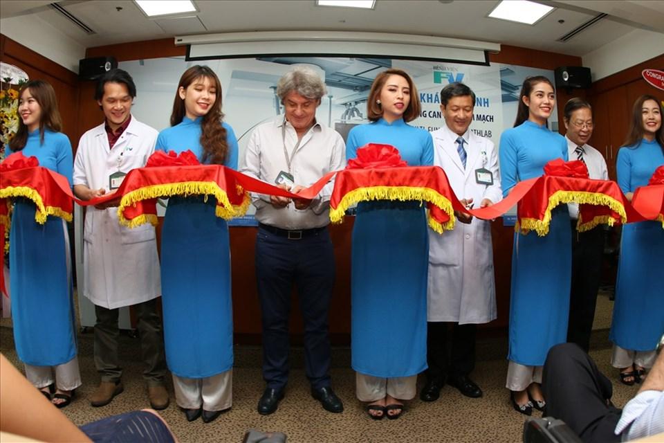 Máy can thiệp tim mạch hàng đầu thế giới xuất hiện ở Việt Nam