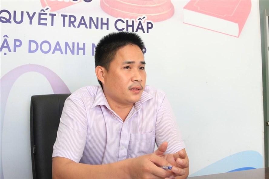 LS Nguyễn Doãn Hồng trao đổi về tính pháp lý và lý do nhiều nhân tài Đà Nẵng bỏ chạy. Ảnh: NH