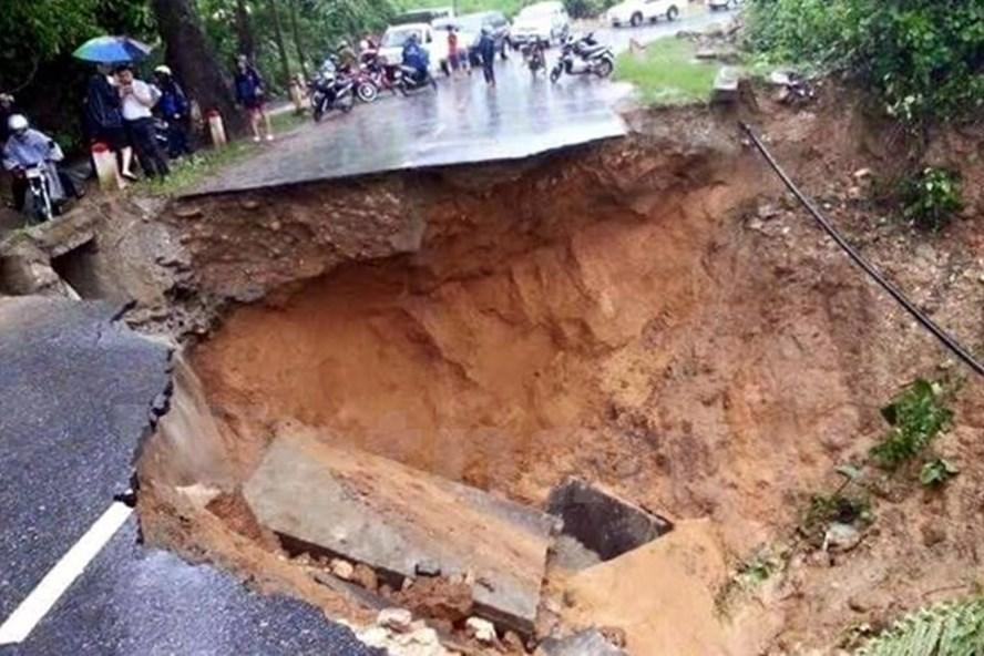 Theo cảnh báo của Trung tâm Dự báo Khí tượng Thủy văn Quốc gia, ngày 23.5 nhiều nơi có mưa rào và dông, trong cơn dông có khả năng xảy ra lốc, tố, mưa đá, sạt lở đất rất nguy hiểm. (Ảnh minh họa)