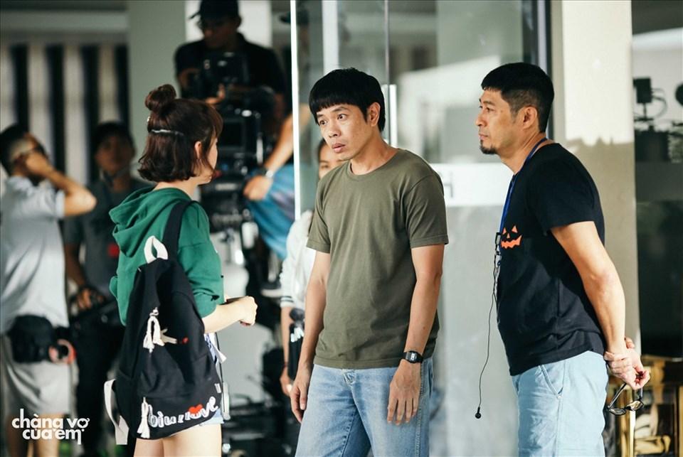 Thái Hòa trên phim trường cùng Charlie Nguyễn