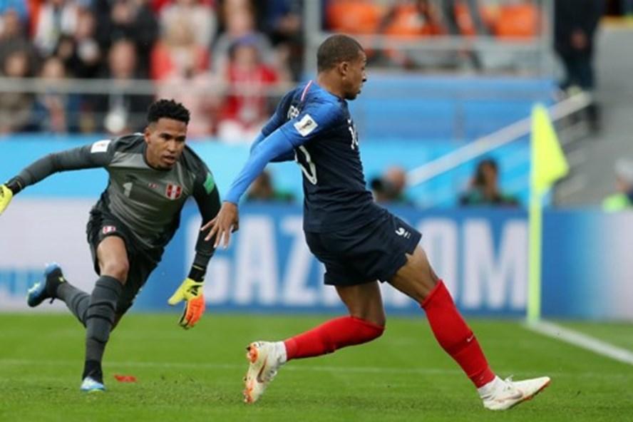 Mbappe thi đấu đầy hiệu quả trong trận gặp Peru. Ảnh: Getty Images.