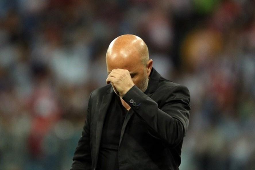 HLV Sampaoli nhận trách nhiệm về thất bại của Argentina.