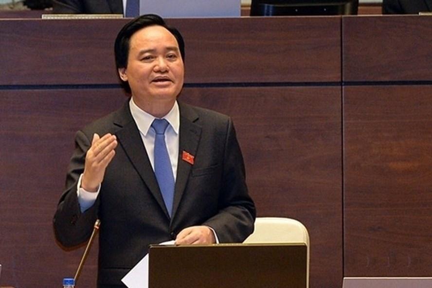 Bộ trưởng Phùng Xuân Nhạ trả lời chất vấn trước Quốc hội.