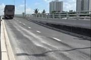 Sửa chữa cầu vượt hơn 200 tỉ đồng ở Sài Gòn vừa thông xe đã bị sụt lún