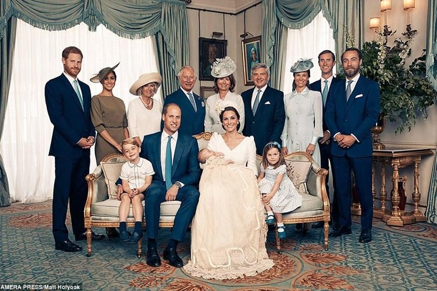 Ảnh đại gia đình Hoàng gia Anh. Ảnh: Daily Mail