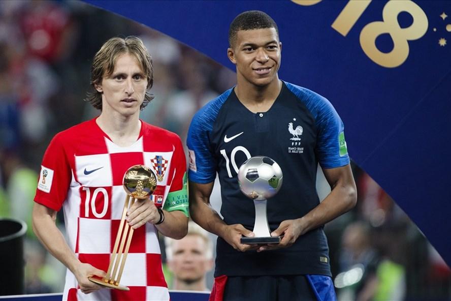 Modric và Mbappe nhận giải cá nhân.
