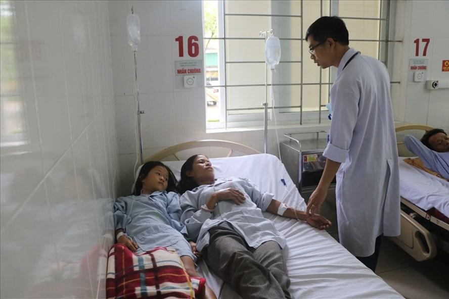 Hai trong số 4 thành viên một gia đình ngộ độc vì ăn nấm phải nhập viện cấp cứu.