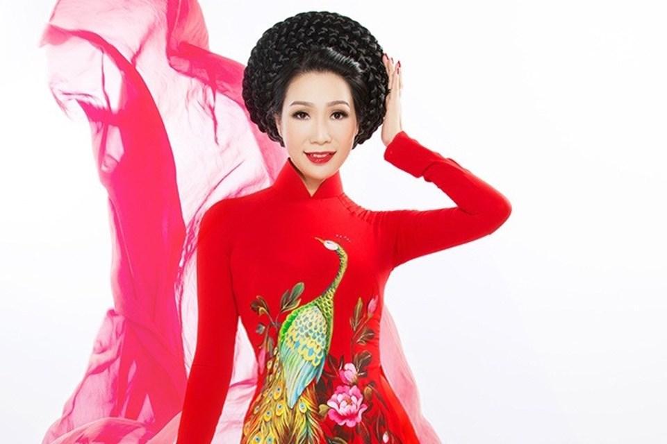 Á hậu Trịnh Kim Chi thách thức thời gian với hương sắc thanh thoát