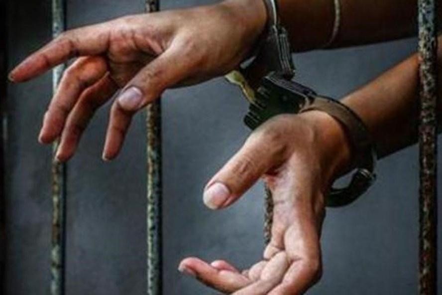 Một thiếu nữ 15 tuổi bị tống giam 6 tháng tù vì phá thai. Ảnh: HS.