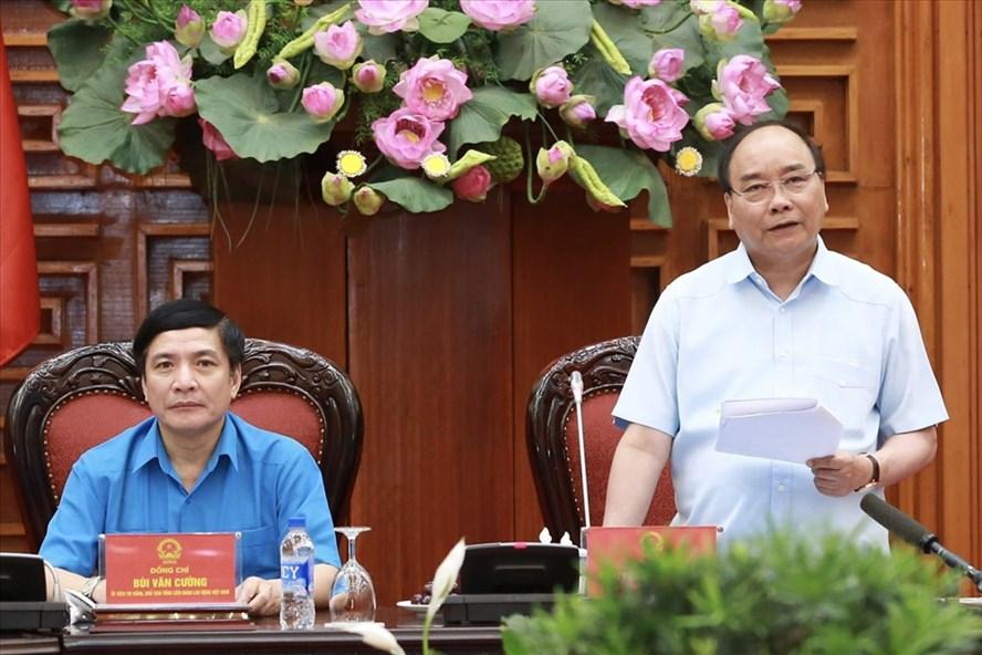 Thủ tướng Chính phủ Nguyễn Xuân Phúc chủ trì buổi làm việc của Chính phủ với Đoàn Chủ tịch Tổng LĐLĐVN sáng 25.7.