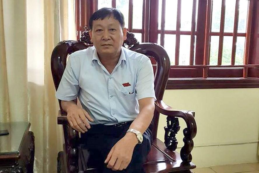 Ông Mai Khả Hằng - Phó Chủ tịch UBND huyện Quảng Xương - cho rằng, biết sai nhưng vẫn làm. Ảnh: X.H