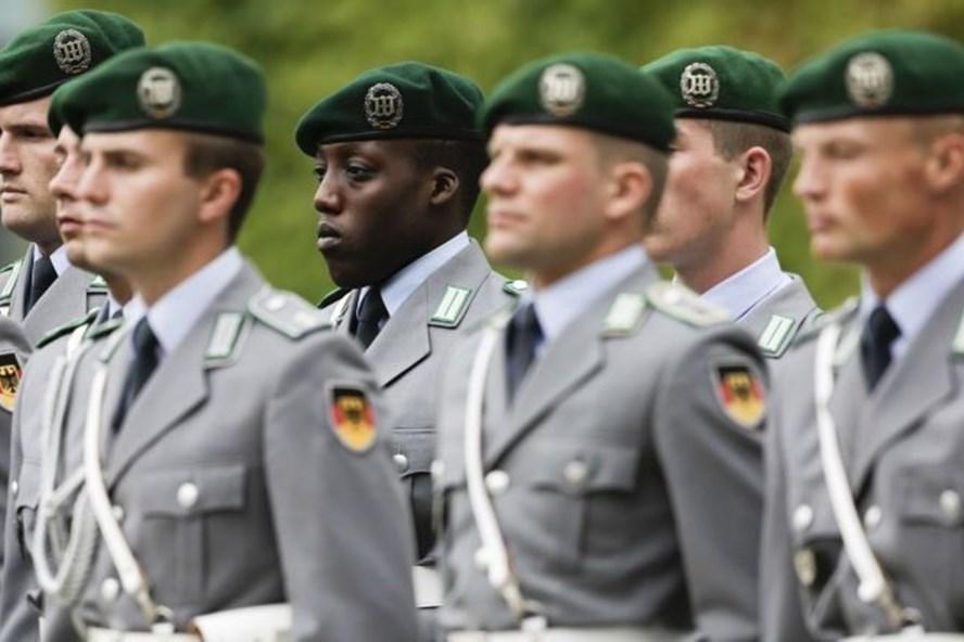Cuộc diễu binh của binh lính Đức - Ảnh: AP