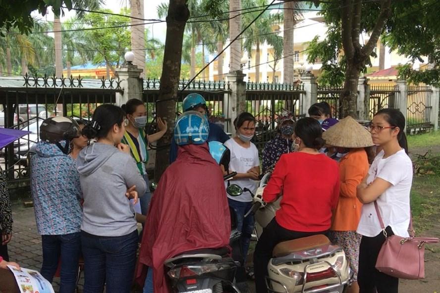 Hàng trăm giáo viên huyện Thanh Oai (Hà Nội) nhận được thông tin sẽ bị chấm dứt hợp đồng lao động từ ngày 1.9.2018.