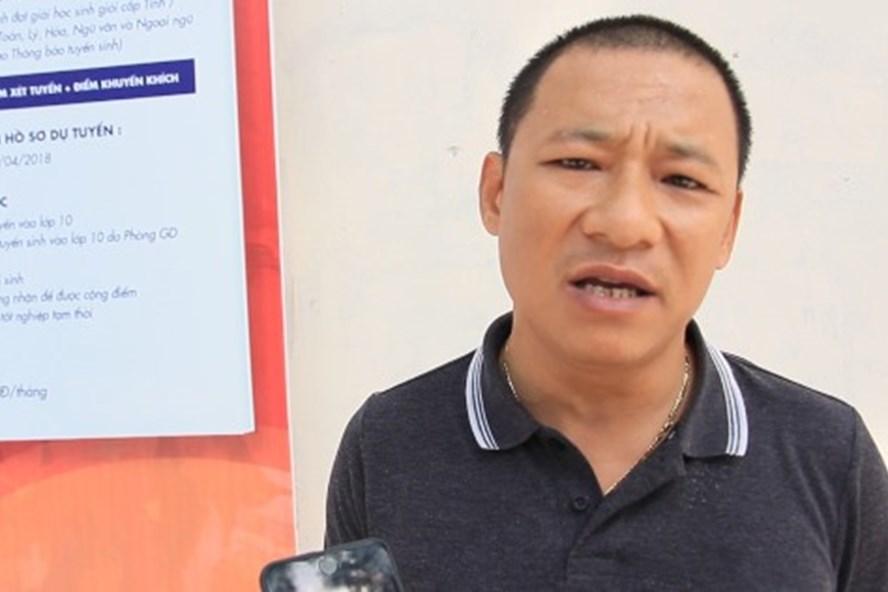 Giữa cái nắng 40 độ của Hà Nội, nhiều phụ huynh tìm đến trường Tạ Quang Bửu với mong muốn lấy lại được 2 triệu tiền phí giữ chỗ.
