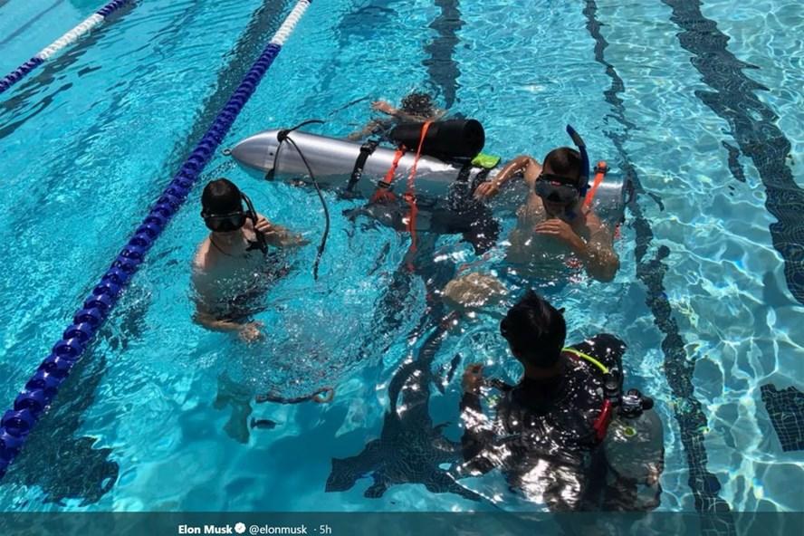 Chiếc tàu ngầm cỡ nhỏ được thử nghiệm, có thể sử dụng để giải cứu các thành viên đội bóng Lợn Hoang.