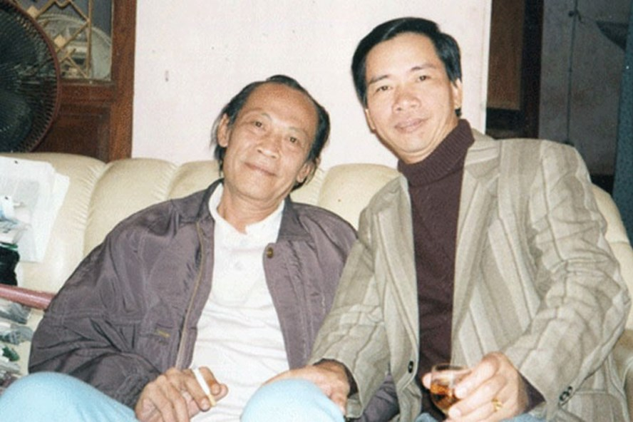 Từ trái qua: Nhà báo Nguyễn An Định, nhà văn Triệu Xuân. Ảnh: Lưu Quang Định