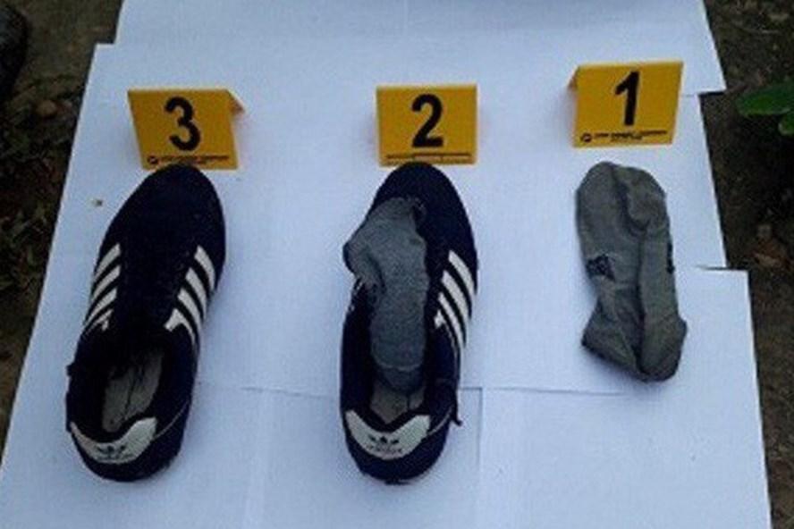 Đôi giày của hung thủ.