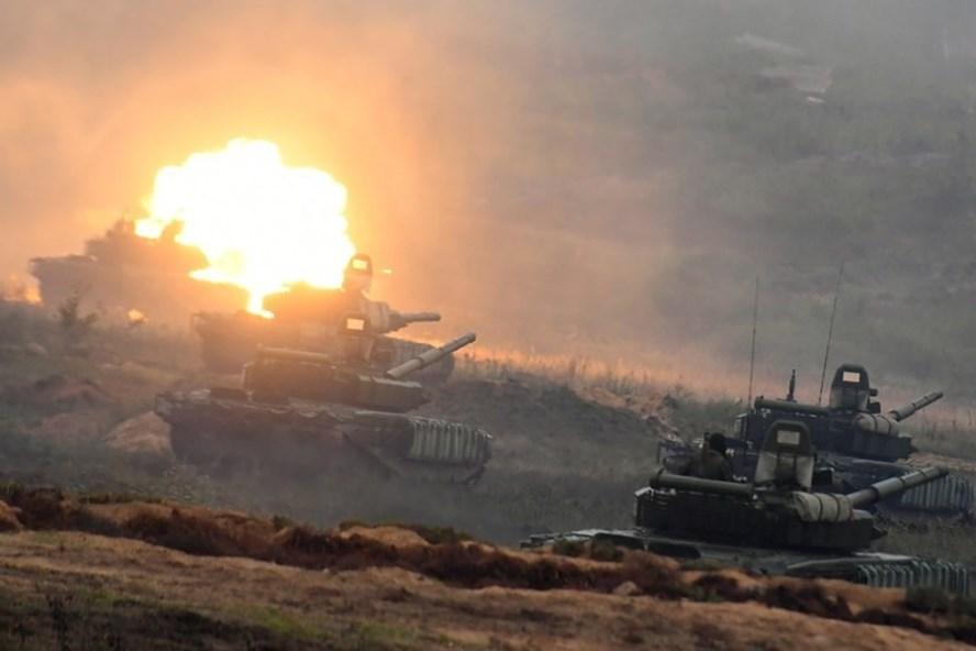 Xe tăng Nga tham gia tập trận Zapad-2017 ở Belarus. Ảnh: Sputnik