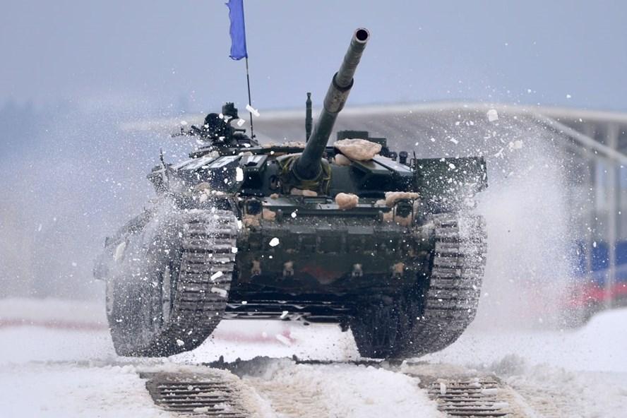 Xe tăng T-72 trong cuộc thi Biathlon tank 2018 - Ảnh: AFP