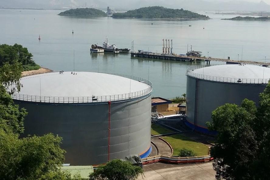 Các kho chứa xăng, dầu của Cty Xăng dầu B12 tại TP.Hạ Long. Ảnh: NGUYỄN HÙNG