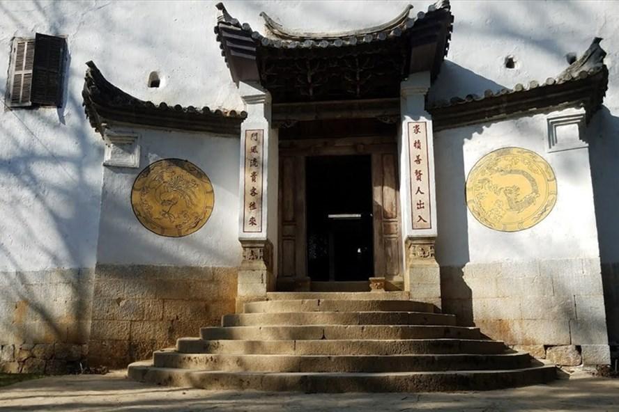 Cổng trước của toà dinh thự họ Vương ở Đồng Văn, Hà Giang. Ảnh: PV